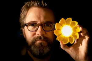 Artist-Olafur-Eliasson-with-his-new-design-the-Little-Sun.-Photo-Tomas-Gislason-2012-643x430