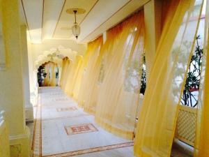 Treehouse Anuraga corridors