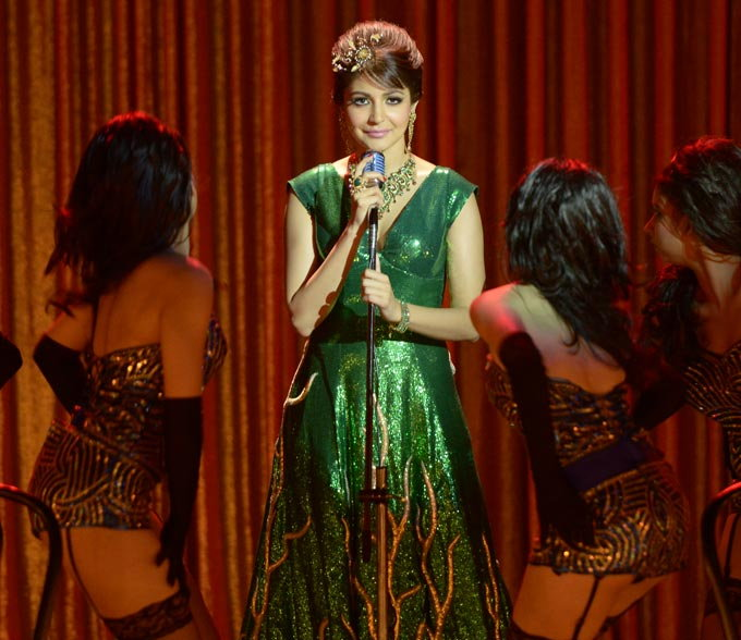anushka-sharma-in-bombay