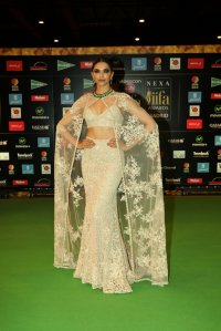 Deepika Padukone wearing Sabyasachi at NEXA IIFA Awards 2016